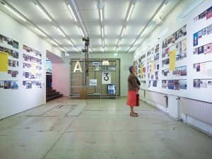 Ausstellungs- und Vortragsraum, hinten / Blick in die Ausstellung «Archigrafie – Schrift am Bau und im öffentlichen Raum», 2009/08 © Bild: Theodor Stalder