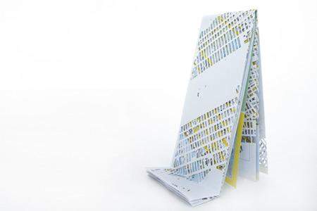 Pli, volume city, NY, carte découpée pliée, 30x20x10 cm, 2009  © Cannelle Tanc